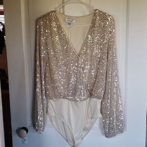 NWT Gilli nude & silver sequin bodysuit sz M